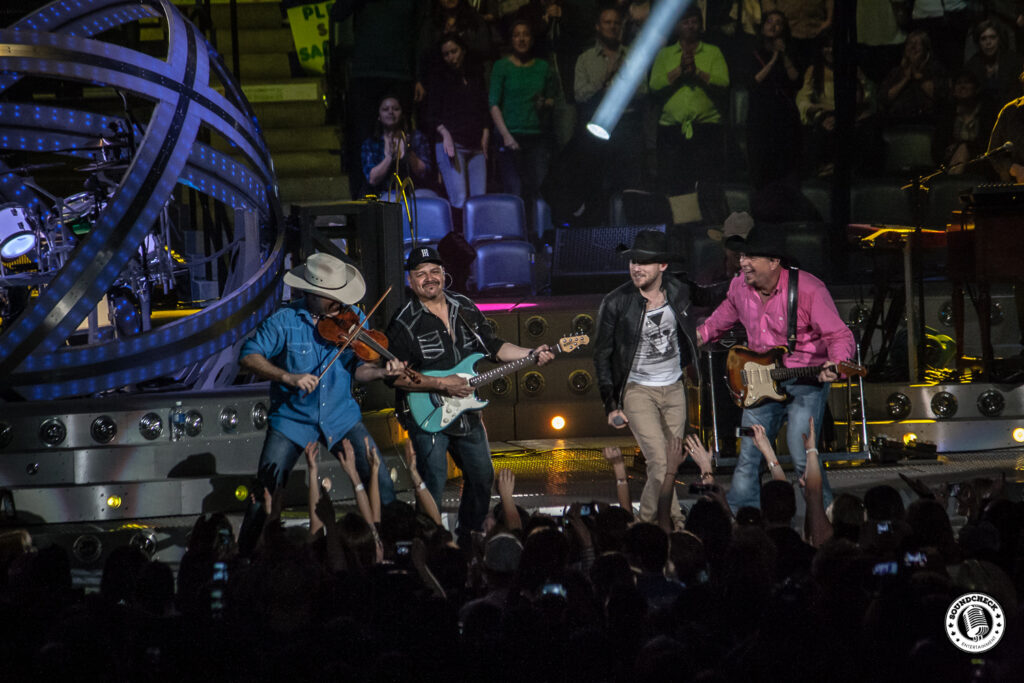 Brett Kissel joins Garth Brooks for Callin' Baton Rouge at FirstOntario Center - Photo: Ray Williams