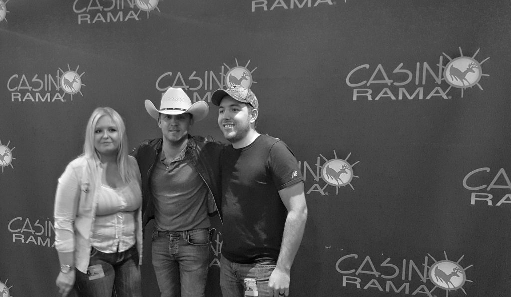 Contests Winners meeting Justin Moore @ Casino Rama