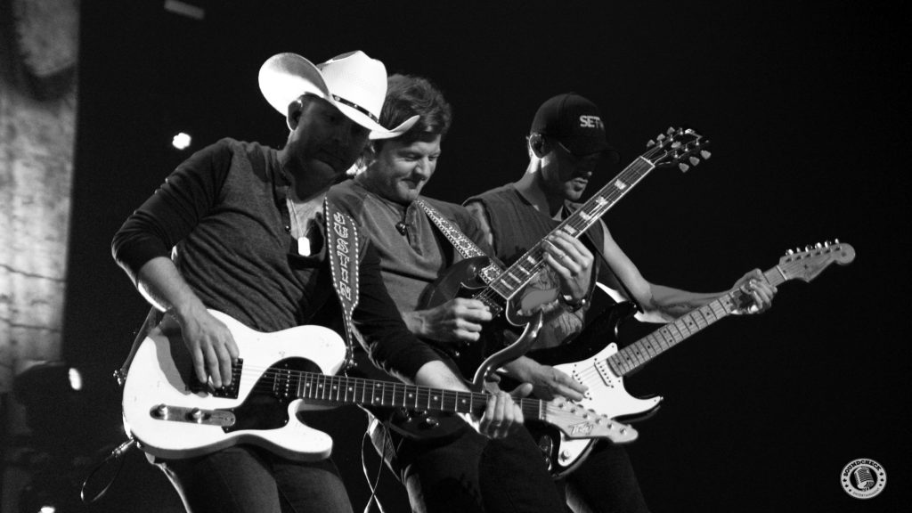 Justin Moore and the boys perform at Casion Rama - Photo: Corey Kelly