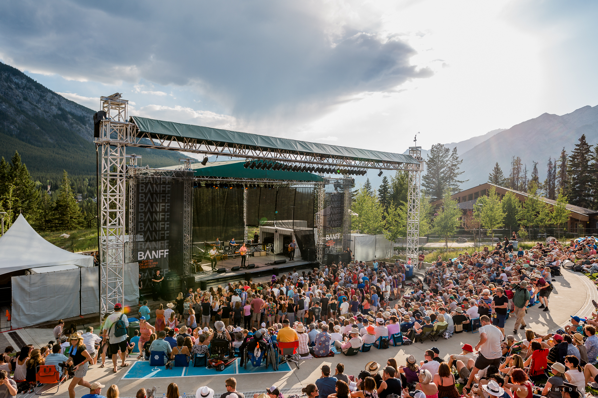 187 Blue Rodeo Keeps Em Thirsty On A Hot Friday Night In Banff